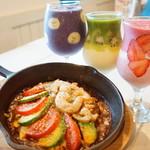 SEAK - 料理写真:アボカド+トマト+エビ+スムージーセット