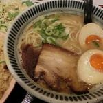 76986739 - 魚介豚骨ラーメン+炒飯。970円