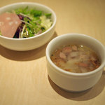 ジィバッカーノ - ランチのスープとサラダ