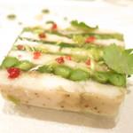 76990993 - 活け〆鱧と水菜 長芋 インゲン豆 梅肉と大葉のソース 焼き茄子のピュレ