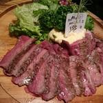熟成肉バル 肉賊カウぼーず - 熟成肉しんたま。 100gram約1000円