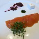 76992773 - 北海道産サーモン 桜チップの燻製 ビーツソース ディル ホワイトクリームチーズのパンナコッタ