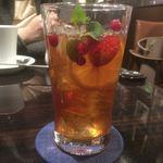 オスロ コーヒー - 3種のベリーのフルーツティーアイス800円