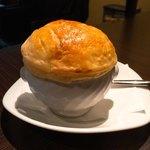 飛騨牛グリルばくろ - 魚貝のカレー風味のポットパイスープ