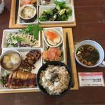 HAO - 料理写真:ご飯+スープ+6品の惣菜(税込1170円)