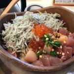 こめらく - 料理写真:海鮮ぶっかけごはん 1180円。