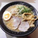 伍光 - 黄金の鶏白湯ラーメン