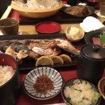 地魚料理 まるさん屋 - 焼き魚定食。さば、鯛のお頭 1500