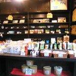 小手川商店 - 店内には、フンドーキンの商品が並び、その場で購入できます
