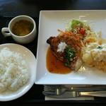 えびす - 料理写真:シェフのおすすめ。今日はえびのフリッターとポークソテー