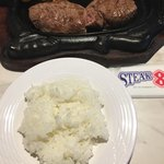 ステーキハウス88 - ライスは 少な目な盛り