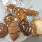 77009501 - おしゃれなパンがいっぱい