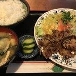 77009896 - 生姜焼き定食 800円。