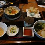 かごの屋 - 帆立と鮭の北海釜めし小ぶり麺セット¥1390(税抜)