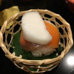 77011229 - サーモン手まり寿司
