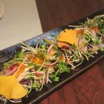 旬魚と個室 和食りん  - 戻り鰹と刻み玉葱のカルパッチョ仕立て 880円