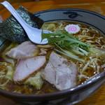 手打ち工房 凌駕 - 料理写真:手打ちワンタン麺大盛り(860円)