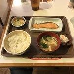77022166 - おしんこ鮭朝食(ご飯ミニ¥360)