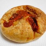 ペック - トマトとモッツァレラのカレーパン