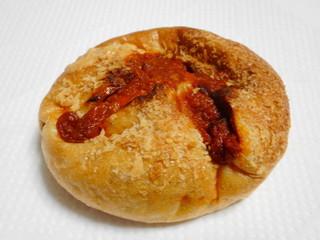 ペック 横浜高島屋店 - トマトとモッツァレラのカレーパン