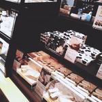 焼きたてチーズタルト専門店PABLO -