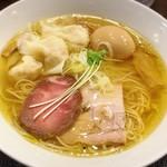 77023205 - えびワンタン入り塩らぁ麺