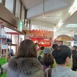 佐野サービスエリア(下り線)レストラン・スナックコーナー - お客さんが待ってます