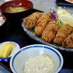 淀ヤ食堂 - 料理写真:牡蠣フライ定食950円