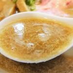 77026925 - スープは白味噌ベースで赤味噌をブレント・・油は少なめです