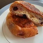 メゾン ムラタ - 料理写真:クリームチーズがよく合う美味しいパン♪♪