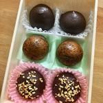 あまの - チョコレートコーティングと、普通の揚げまんじゅうのセット。