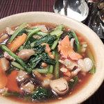 タイ太麺の五目あんかけ(クイッティオラードナー)