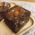 77030403 - ライ麦と全粒粉のたっぷりナッツパン