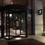 ステーキハウス ミディアムレア - オリエンタルホテル入口