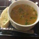 77036205 - スープとガーリックトースト