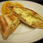 ベル・ヴィル - ホットサンド(ハム&チーズ)