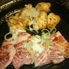 三春 - 料理写真:牛ホルモン脂付き(550円)、牛カルビ(980円)