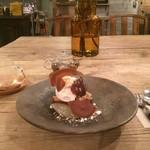エル・バウ・デコラシオン - 料理写真:栗のケーキとコーヒー豆のお茶