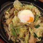 街かど屋 - 料理写真:とろたま豚野菜炒め定食690円(税込)