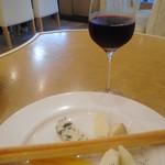 天現寺カフェ - サングリアとチーズ盛り合わせ