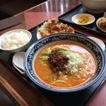 新新園 - 担々麺・唐揚げランチ(税込880円)