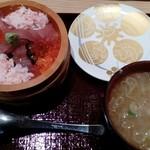 もりもり寿し - 料理写真:紅丼