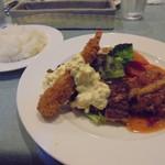 77054334 - 日替わりランチ(チキンのトマトソース煮込みとエビ・白身魚のフライ