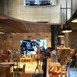 インターセクトバイレクサス - 1Fのカフェスペース