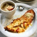 バー&グリル - ラタトゥイユとオイルサーディンの包み焼きピザ(ポトフ付)