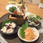 大漁旗 - 魚屋三点ポン酢(980円)生牡蠣1個(380円)