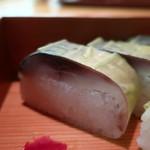 鯖街道 花折 - 花折膳の小ぶりな鯖寿しアップ