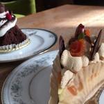 ランプカフェ - 料理写真:杏のキャラメルチーズタルトとガトーショコラ