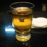 加賀屋 - ビールです。笑っているうちに泡が消えました。