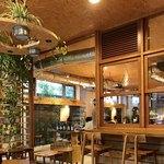 ネイバーフッドアンドコーヒー - グリーンを多用した空間